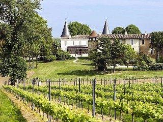 6 bedroom Chateau in Lignan-de-Bordeaux, Nouvelle-Aquitaine, France : ref 536470