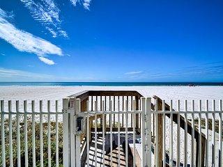 Sunset Villa Unit 104 Beachfront 3 Bedroom 1.5 Bath Townhouse In Sunset Villas