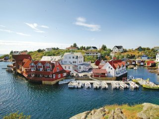 Stunning home in Tjeldsto w/ WiFi and 4 Bedrooms