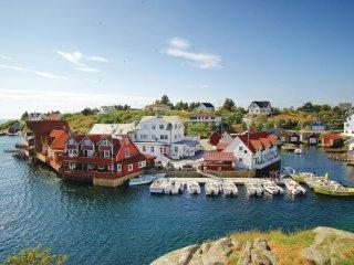 Stunning home in Tjeldstø w/ WiFi and 3 Bedrooms