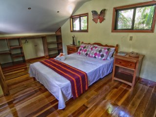 Private Bedroom in Eco Lodge near Waterfalls and Xunantunich