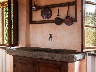 6 bedroom Villa in Monte San Savino, Tuscany, Italy : ref 5239834