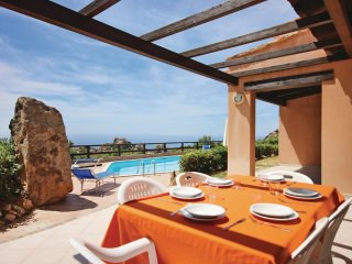 Amazing home in Trinita´d´Agultu OT w/ WiFi and 6 Bedrooms