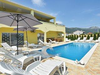 Beautiful home in Kastel Stari w/ WiFi and 7 Bedrooms