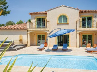 Beautiful home in Saint Raphael w/ Jacuzzi, WiFi and 4 Bedrooms