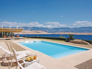 Beautiful home in Pag w/ 5 Bedrooms