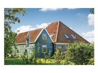 Nice home in Zuidoostbeemster w/ WiFi and 5 Bedrooms (HNH172)