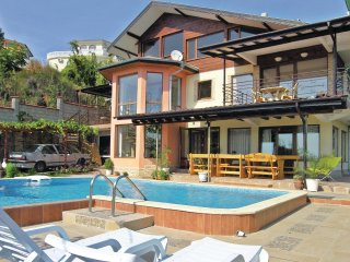 Nice home in Balchik w/ 6 Bedrooms and Outdoor swimming pool