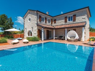 Beautiful home in Cabrunici w/ WiFi and 4 Bedrooms