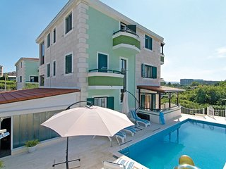 Nice home in Split w/ Sauna, WiFi and 7 Bedrooms