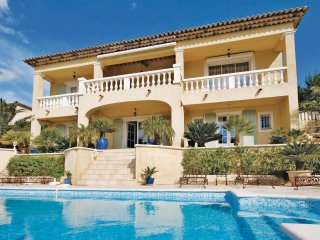 Awesome home in Ste Maxime w/ WiFi and 6 Bedrooms