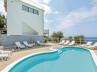 Awesome home in Makarska w/ 9 Bedrooms