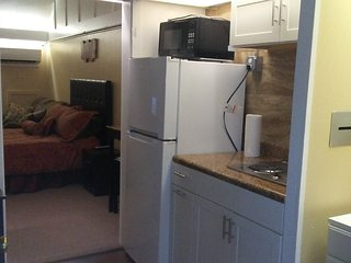 $650 / 400ft2 - FURNISHED Studio!!!!!