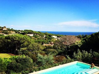 4 bedroom Villa in Sainte-Maxime, Provence-Alpes-Cote d'Azur, France : ref 52472