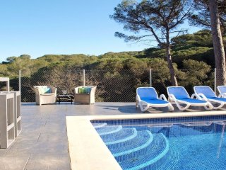 Blanes Villa Sleeps 8 with Pool and WiFi - 5245448
