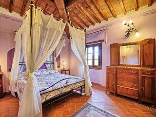 9 bedroom Villa in Pieve A Presciano, Tuscany, Italy : ref 5242141