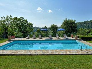Felcino Nero Villa Sleeps 8 with Pool and WiFi - 5241946