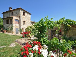 Castelluccio Villa Sleeps 14 with Pool and Air Con - 5241887