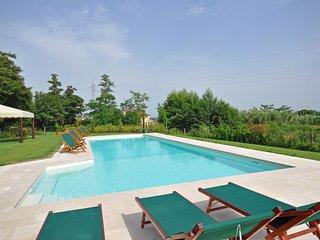 Borgonuovo Villa Sleeps 17 with Pool and Air Con - 5241657