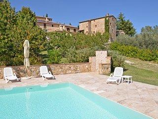 Sensano Apartment Sleeps 2 with Pool and WiFi - 5241555