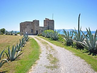 Fonteblanda Castle Sleeps 12 with Pool Air Con and WiFi - 5241234