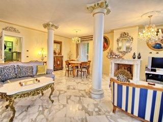 3 bedroom Villa in Corsanico-Bargecchia, Tuscany, Italy : ref 5241146