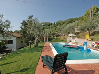 Massa e Cozzile Villa Sleeps 10 with Pool and WiFi