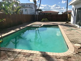 Tropical 1950s Pool Home 5mins to SoBe, Sleeps 16!