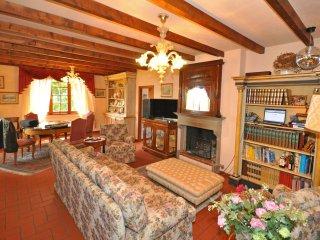 4 bedroom Villa in Monte San Savino, Tuscany, Italy : ref 5240186