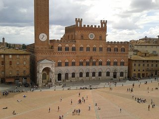 2 bedroom Apartment in Siena, Tuscany, Italy : ref 5240452