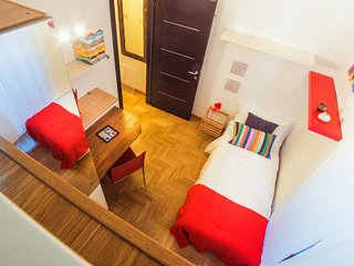 Eclectic 3 bed flat 10 minutes from the Colosseum