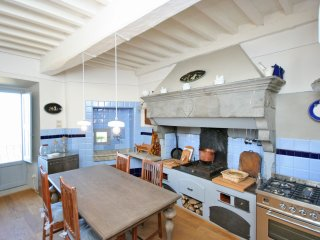 4 bedroom Apartment in Cortona, Tuscany, Italy : ref 5240009