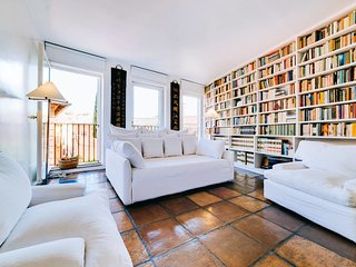 Luxury Art Apt with terrace in Trastevere, Serviced by Hostmaker