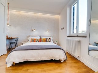 Beautiful designer flat close to Pantheon, Serviced by Hostmaker