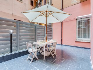 Lovely and modern flat 5 minutes from Colosseo!
