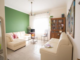 Cosy and colorful two bed flat near Trastevere!