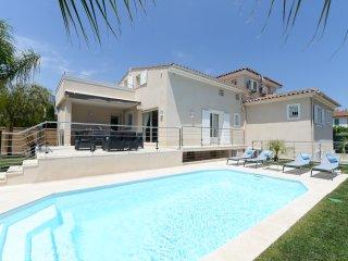 4 bedroom Villa in Cagnes-sur-Mer, Provence-Alpes-Côte d'Azur, France : ref