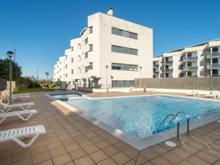 Costabravaforrent Balcó 3, 3 bedroom apartment, sea view, shared pool, up to 6