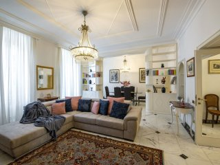 Stylish and chic 4 bed/3 bath in a great area