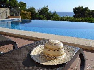Alaior Villa Sleeps 8 with Pool Air Con and WiFi - 5228179