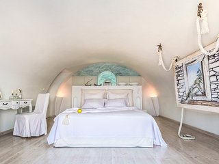 Akrotiri Villa Sleeps 10 with Pool and Air Con - 5218088