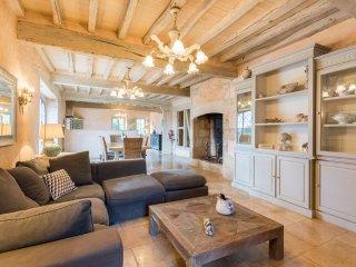 Moncrabeau Villa Sleeps 8 with Pool - 5218022
