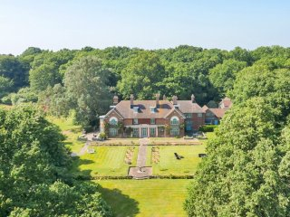 Robertsbridge Chateau Sleeps 16 with Pool - 5217881