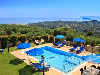 Kallithea Villa Sleeps 12 with Pool and Air Con - 5217992