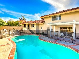 25% OFF SEPT - Close to Disneyland & More, Modern Family Home w/ Pool & BBQ