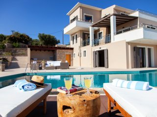 Six bedroom Villa with private pool ideal for large groups