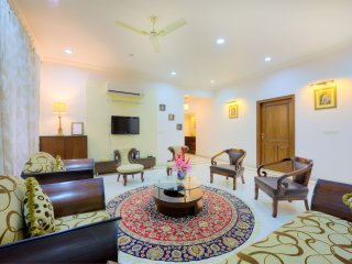 PALM34 4BHK Luxury Homestay with Kitchen, lobby