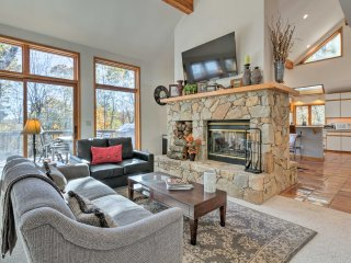 Peaceful Roseland House w/ Loft, Deck & Mtn Views!