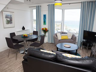 SeaCrest 2 - Contemporary Apartment Views over Porthmeor - Sleeps 4 with Parking