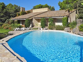 5 bedroom Villa in L'Isle-sur-la-Sorgue, Provence-Alpes-Cote d'Azur, France : re